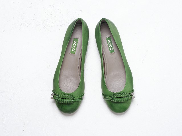 Katra tresa sieviete izvelas nesat apavus bez papeziem_300413 (Small)