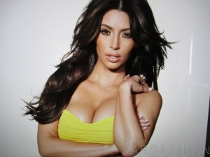 kim-kardashian-cosmopolitan-uk-behind-the-scenes-042511-3-492x369